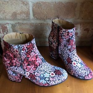 Floral size 10 boots